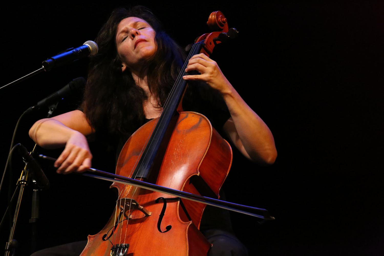 Helen Gillet performance