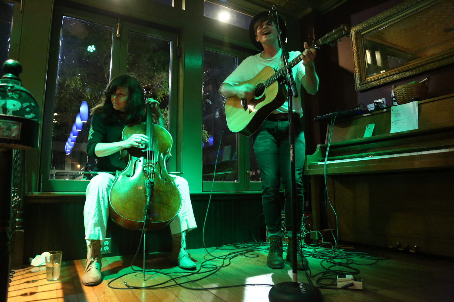 Helen Gillet playing at bar with singer songwriter